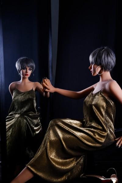Victoria von Qita Doll