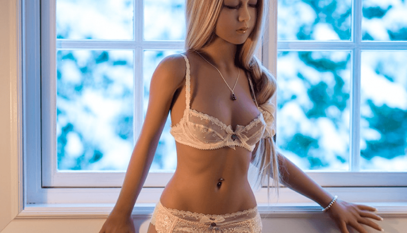 Sexpuppe Jasmin mit kleinen Brüsten