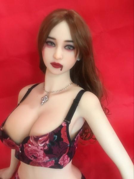 Liebespuppe Miss Bloody