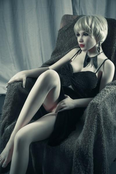 Elizabeth von Quita Doll