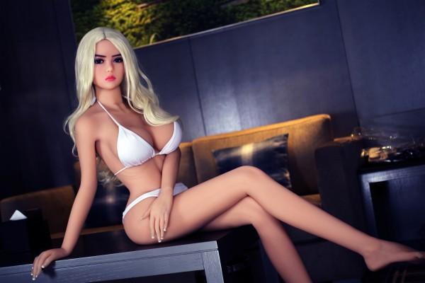 Sexpuppe Brihanna